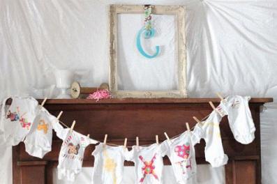 L 39 id e d co du jour la guirlande de bodies - Decoration pour baby shower ...