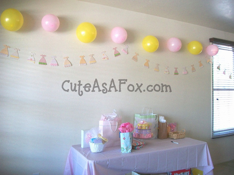 10 id es de guirlandes pour une baby shower la maison. Black Bedroom Furniture Sets. Home Design Ideas