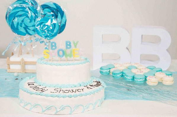 Une baby shower rose pour une fille et une baby shower bleue pour un gar on - Deco baby shower garcon ...