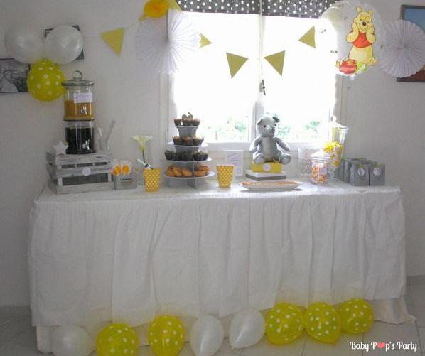 La baby shower de Julie sur le thème de Winnie, en jaune et gris