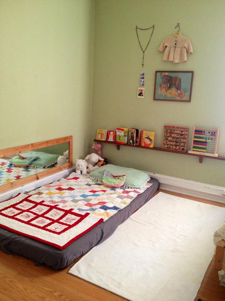 10 jolis coins lit pour une chambre de b b dans l esprit montessori lit montessori jolie baby. Black Bedroom Furniture Sets. Home Design Ideas