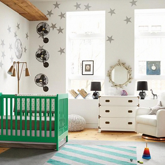 Crédit photo the land of nod carousel crib kelly green
