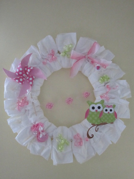 Diy comment r aliser un diaper wreath ou une couronne de - Que mettre dans un gateau de couche ...