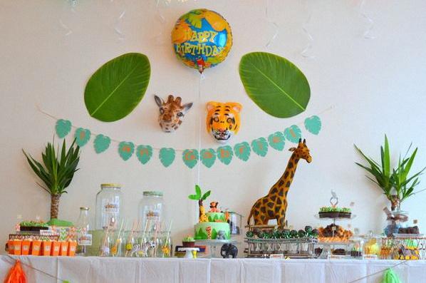 le 1er anniversaire de gabriel sur le th me des animaux de la jungle. Black Bedroom Furniture Sets. Home Design Ideas