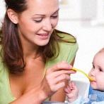 Comment bien nourrir bébé avec des petits pots ?