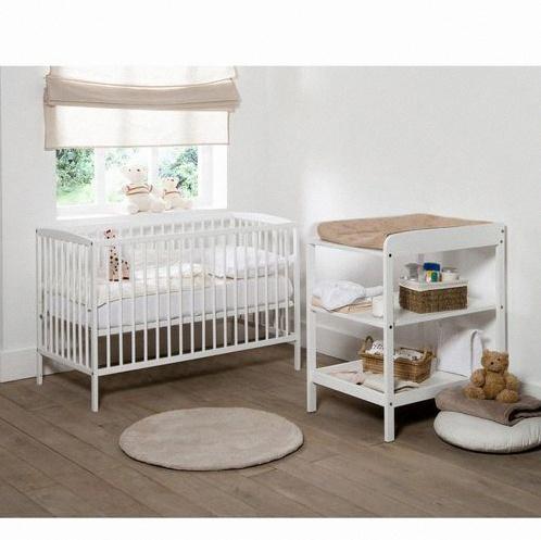 une chambre de b b compl te moins de 500 astuces et exemple l 39 appui. Black Bedroom Furniture Sets. Home Design Ideas