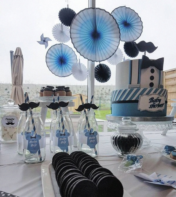 sweet table déco baby shower moustache