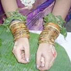 Une cérémonie indienne pour la future maman : Valaikappu, la bénédiction des bracelets