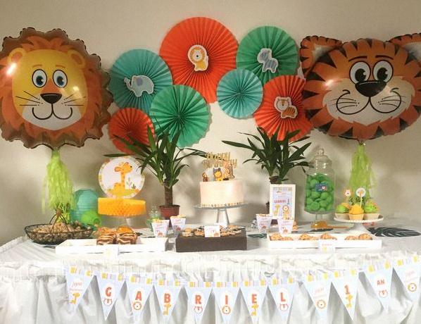Un premier anniversaire sur le th me animaux de la jungle - Deco table jungle ...