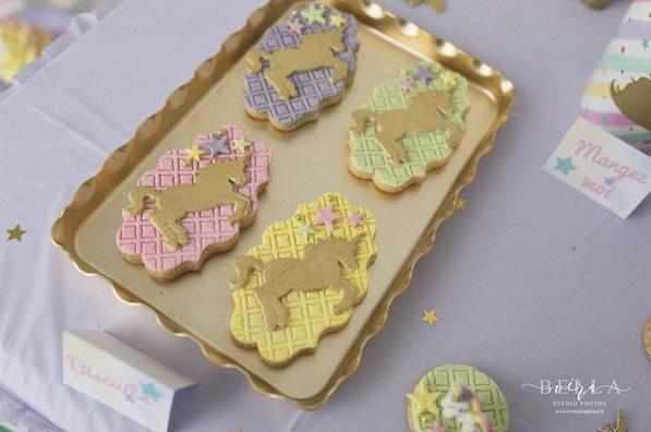 sweet table premier anniversaire licorne doré pastel décoration licorne