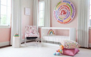 Une chambre bébé arc en ciel : more color, please !