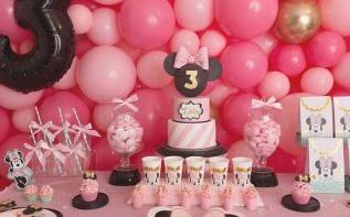 Un anniversaire Minnie pour les 3 ans de Lola : rose, noir et doré